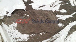 dry solids discharged from vertical cuttings dryer