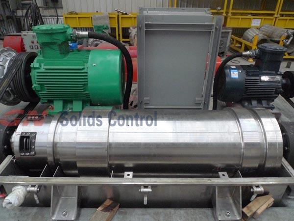 Decanting centrifuge